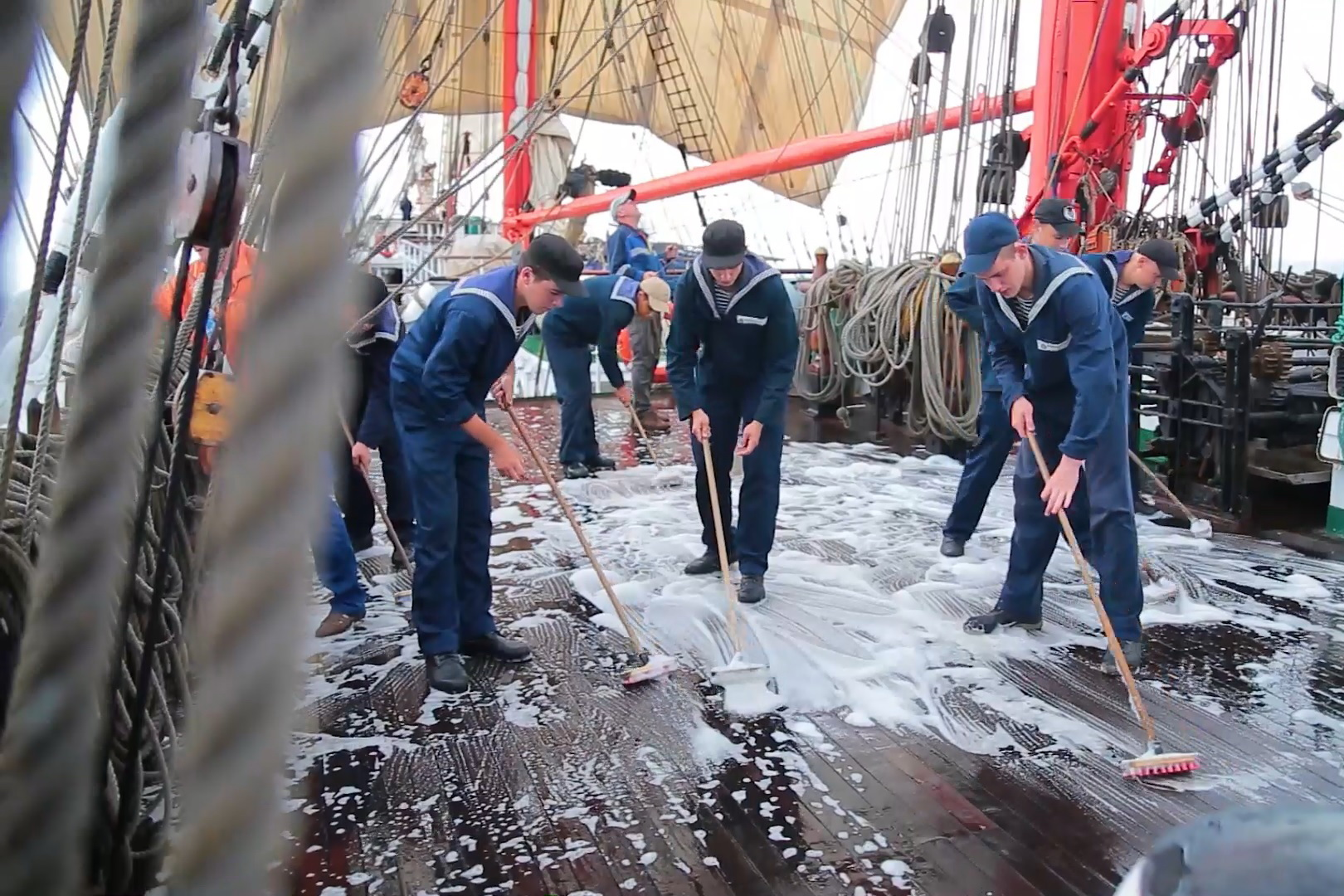 A big clean-up before voyage completion(video)